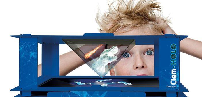 Enfant jouant avec sa tablette.